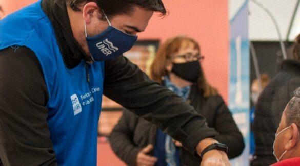 Estudiantes de Salud colaborando en campañas de vacunación