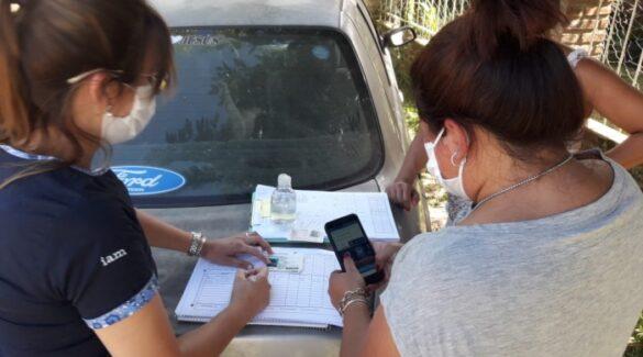 Proyecto - Abordaje territorial - Personas tomando registro en la calle
