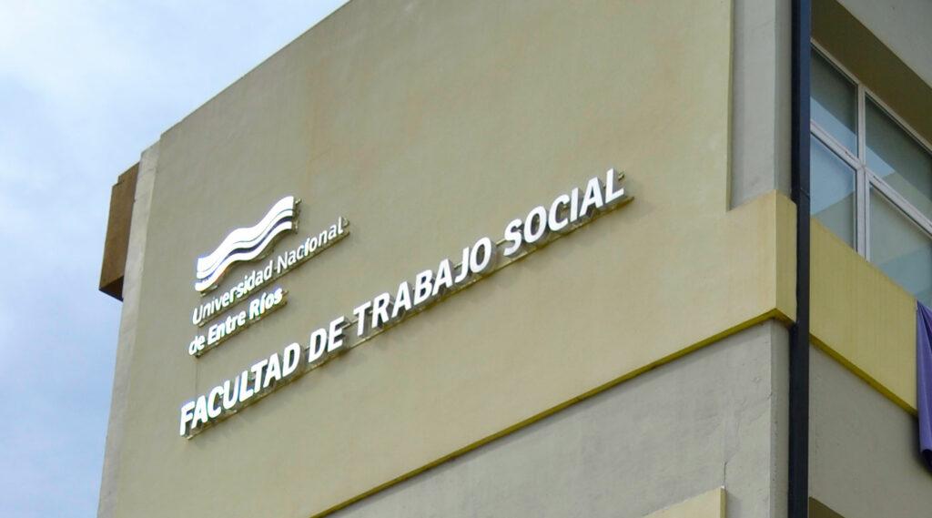 fachada de la facultad de trabajo social