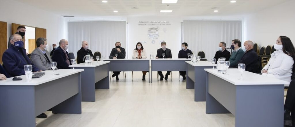 Reunión_Ministro-de-Ciencia-y-Tecnología-de-Nación-en-CEMENER