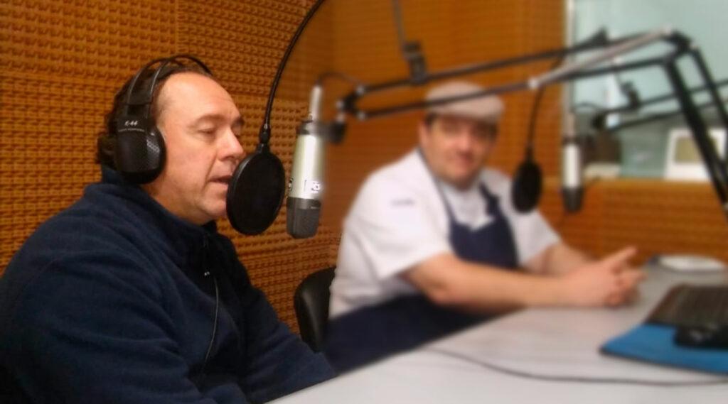 Alex Marinucci en el estudio de Radio UNER Concordia