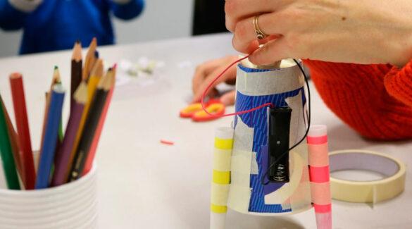 Robot realizado con material reciclado